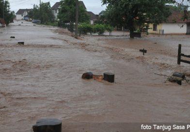 Za poplavljene  200 miliona dinara pripremila Vlada Srbije