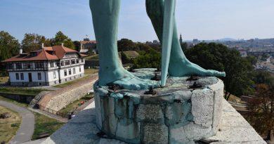 """U četvrtak će privremeno biti uklonjen spomenik  """"Pobednik"""""""